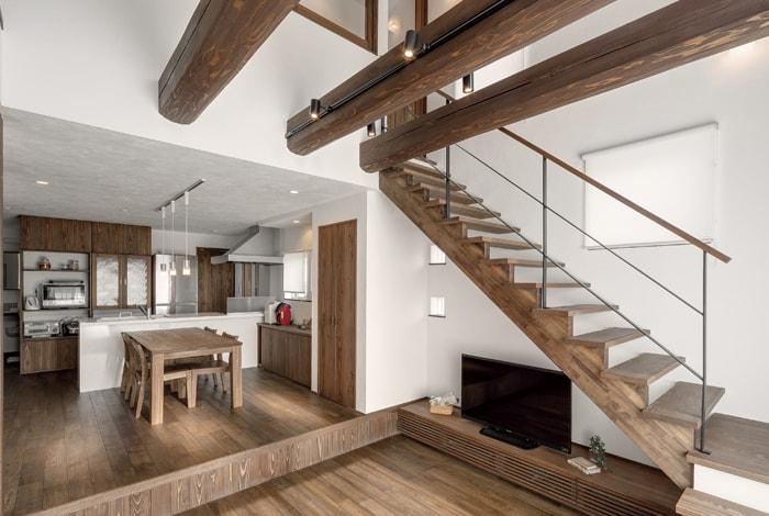 蟹江町K様邸「ダイナミックな吹抜けと梁の和カフェの家」
