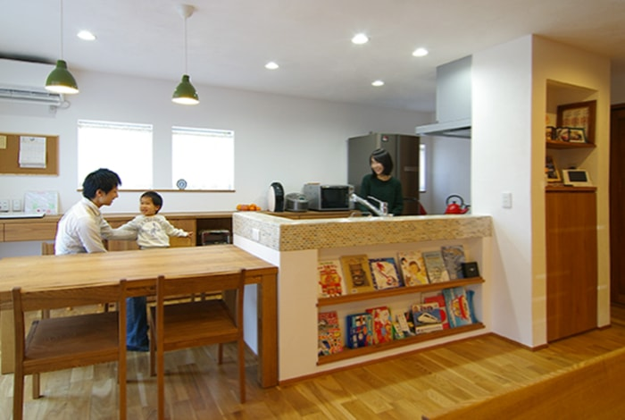 瑞穂市T様邸「赤いキッチンのあるナチュラルな住まい」