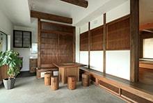 養老町T様邸「伝統的な格子が印象的。囲炉裏がある古民家風の平屋」