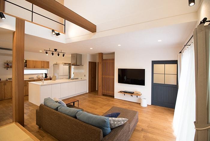 美濃市E様邸「大きな吹抜けのマリンスタイルな自然素材の家」