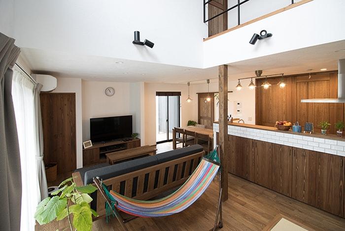 関市K様邸「ダイナミックな吹抜けで開放感あるアンティークの家」