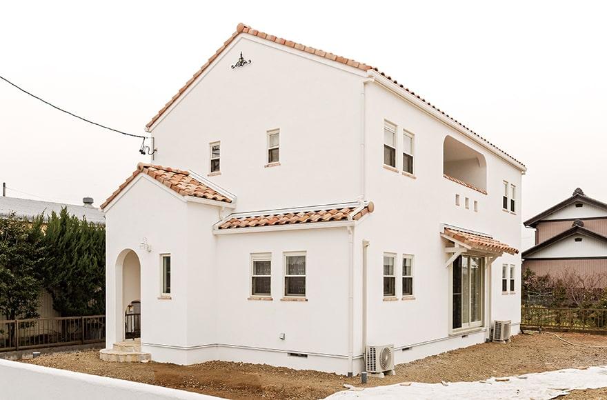 岐阜市F様邸「漆喰壁が白く輝く、南欧風のかわいい家」