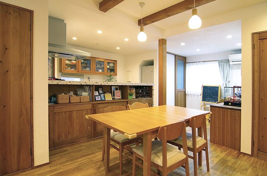 扶桑町U様邸「無垢材をふんだんに使用したカフェスタイルの家」