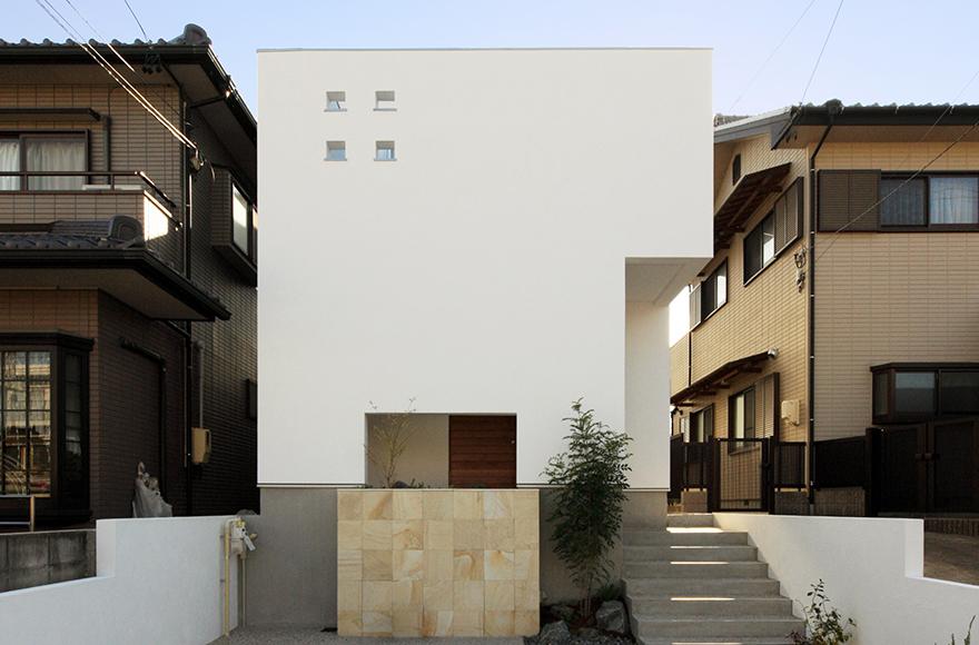 名古屋市I様邸「技あり収納でお洒落に暮らすオール漆喰の家」