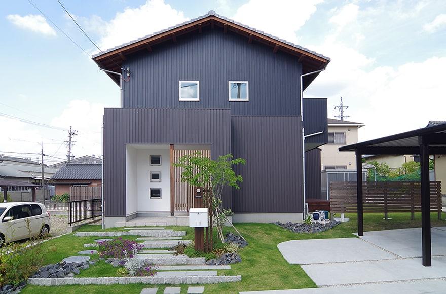瀬戸市H様邸「広いウッドデッキのある自然素材の家」
