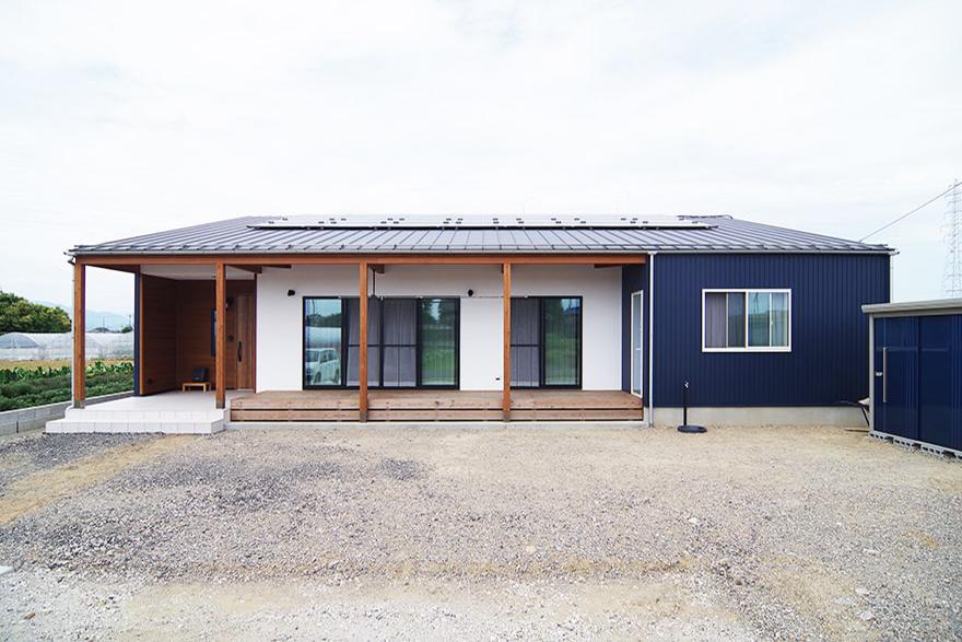 神戸町K様邸「小屋組みが現しのダイナミックな平屋の家」